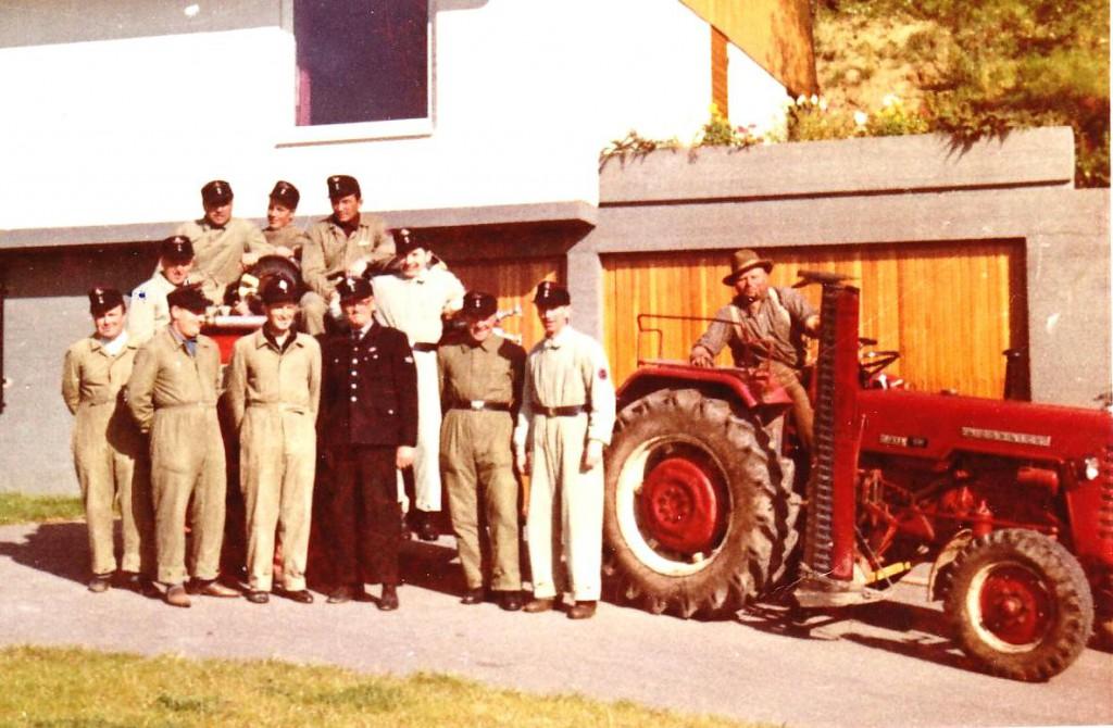 Großerlacher Feuerwehrkameraden mit Kommandant Hugo Singer in den Sechzigern