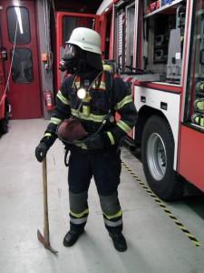 Vollständig ausgerüsteter Feuerwehrmann