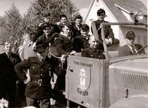 Mannschaftsfoto der Feuerwehr Grab aus 1955